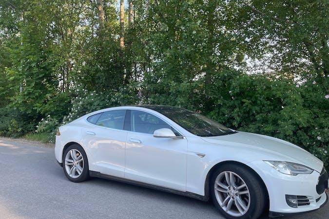 Billig biluthyrning av Tesla Model S med GPS i närheten av 183 63 Viggbyholm.