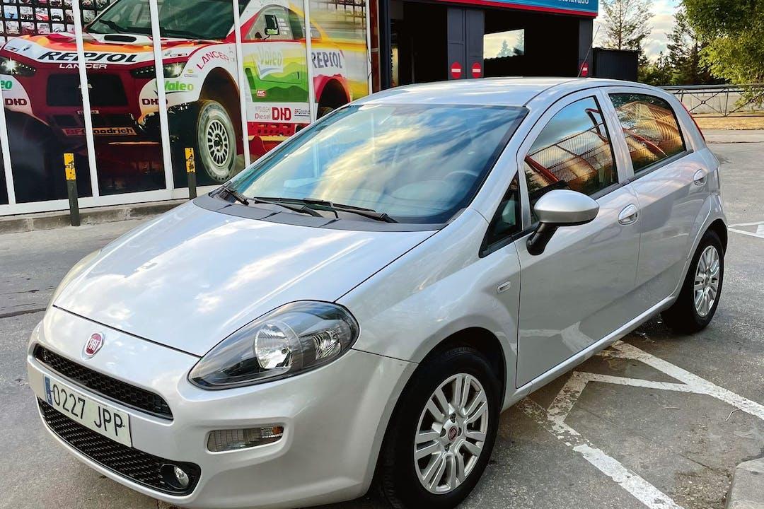 Alquiler barato de Fiat Punto cerca de 28010 Madrid.