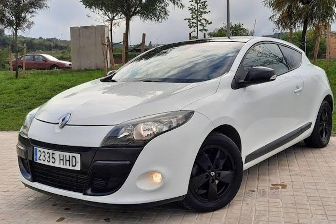 Alquiler barato de Renault Megane Coupe con equipamiento Fijaciones Isofix cerca de 28043 Madrid.