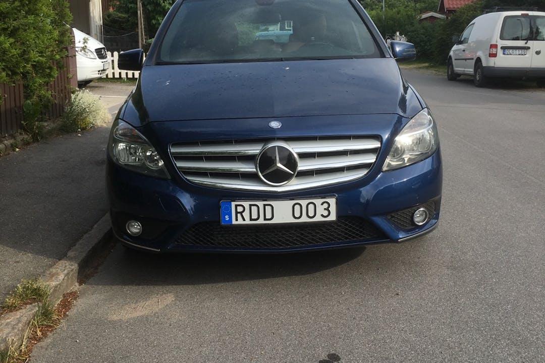 Billig biluthyrning av Mercedes B-Class i närheten av 112 28 Kungsholmen.