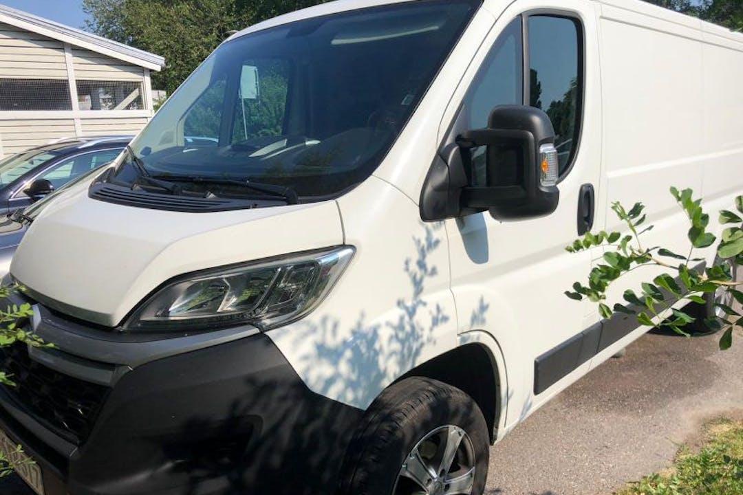 Citroën Jumpern halpa vuokraus Vetokoukkun kanssa lähellä 00750 Helsinki.