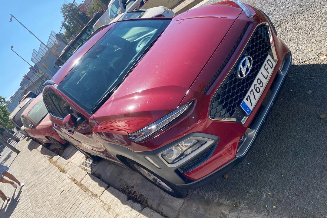 Alquiler barato de Hyundai Kona con equipamiento GPS cerca de 08042 Barcelona.