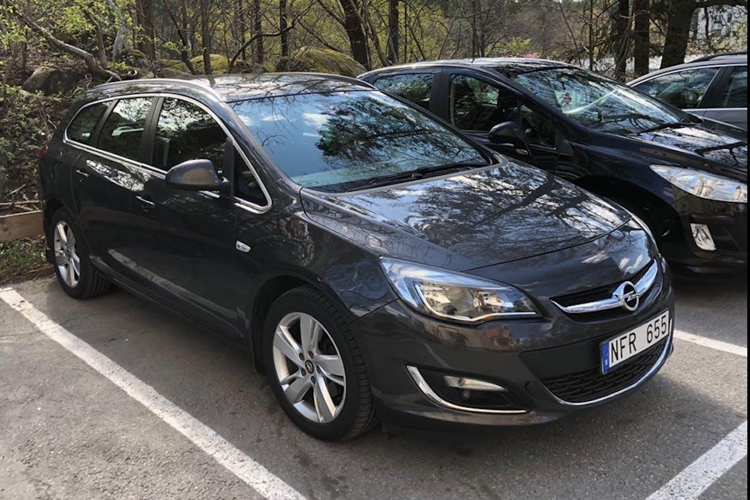 Billig biluthyrning av Opel Astra i närheten av 183 53 Näsbypark.