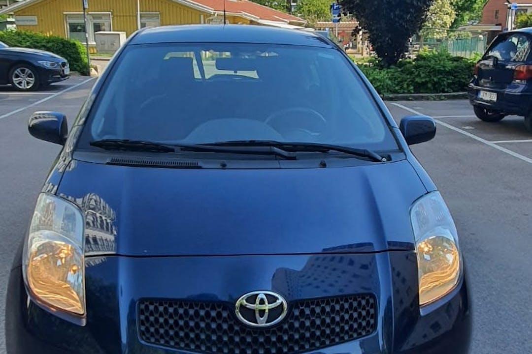 Billig biluthyrning av Toyota Yaris i närheten av 418 38 Biskopsgården.