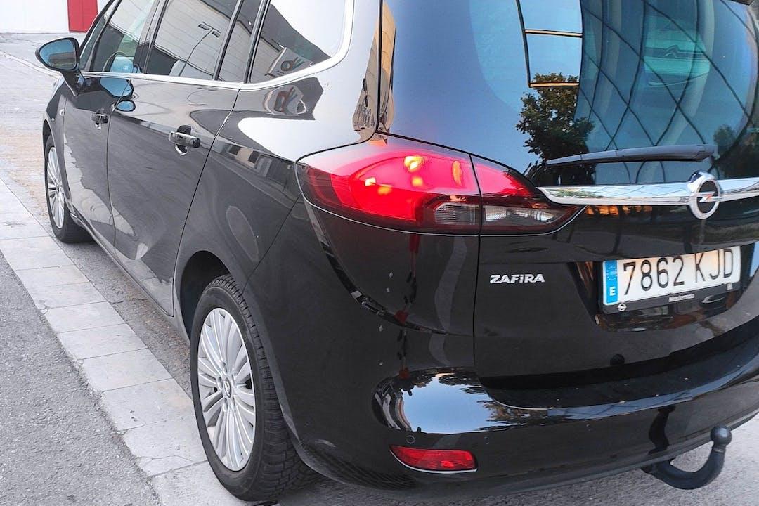 Alquiler barato de Opel Zafira cerca de 08030 Barcelona.