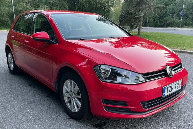 Volkswagen Golfn halpa vuokraus Isofix-kiinnikkeetn kanssa lähellä 01630 Vantaa.