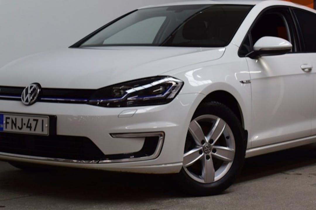 Volkswagen Golfn halpa vuokraus GPSn kanssa lähellä 33820 Tampere.