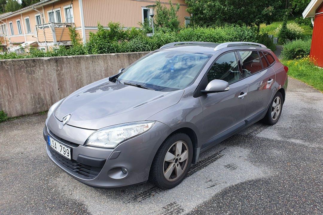 Billig biluthyrning av Renault Megane i närheten av 147 44 Tumba.