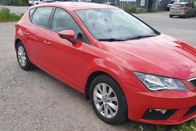 Billig biluthyrning av Seat León med Bluetooth i närheten av 113 27 Norrmalm.