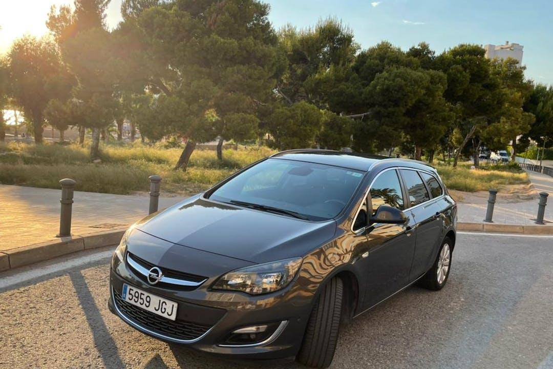 Alquiler barato de Opel Astra con equipamiento Fijaciones Isofix cerca de 03560 El Campello.