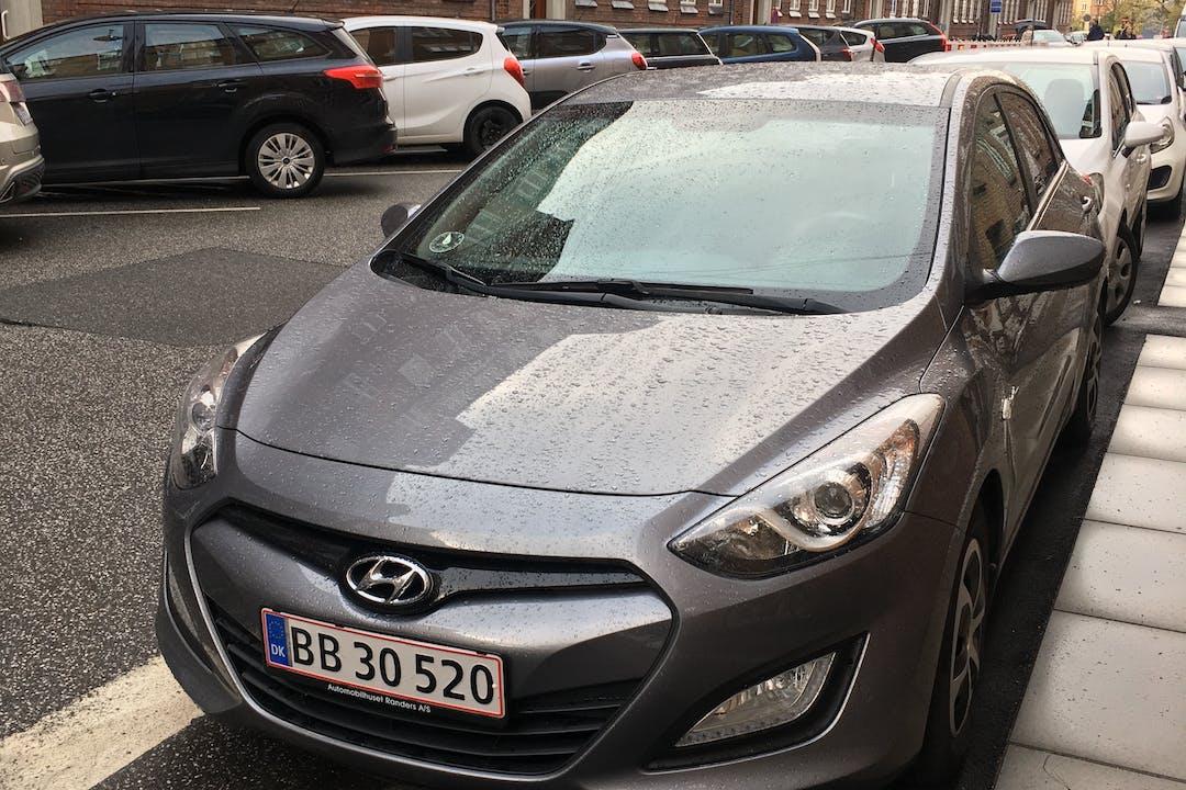 Billig billeje af Hyundai i30 med Isofix beslag nær 8000 Aarhus.