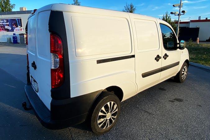 Billig biluthyrning av Fiat Doblo Cargo i närheten av 211 20 .