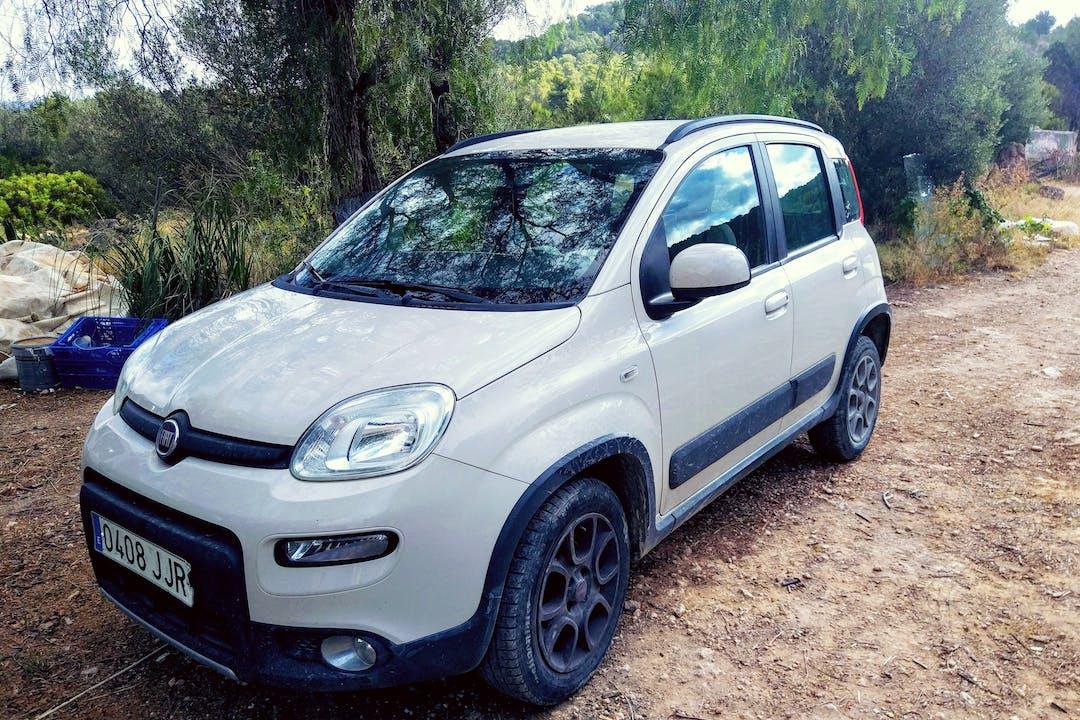 Alquiler barato de Fiat Panda con equipamiento Bluetooth cerca de 07820 Sant Josep de sa Talaia.