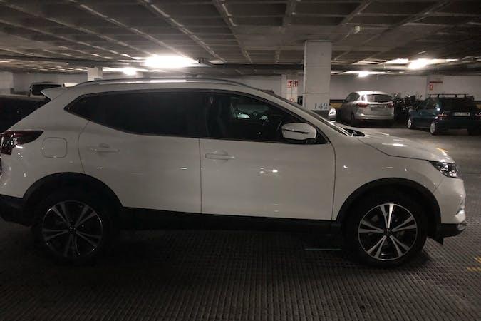 Alquiler barato de Nissan Qashqai con equipamiento GPS cerca de 08015 Barcelona.