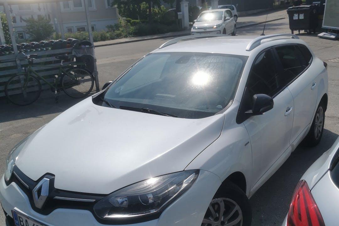Billig billeje af Renault Megane med GPS nær 5250 Odense.