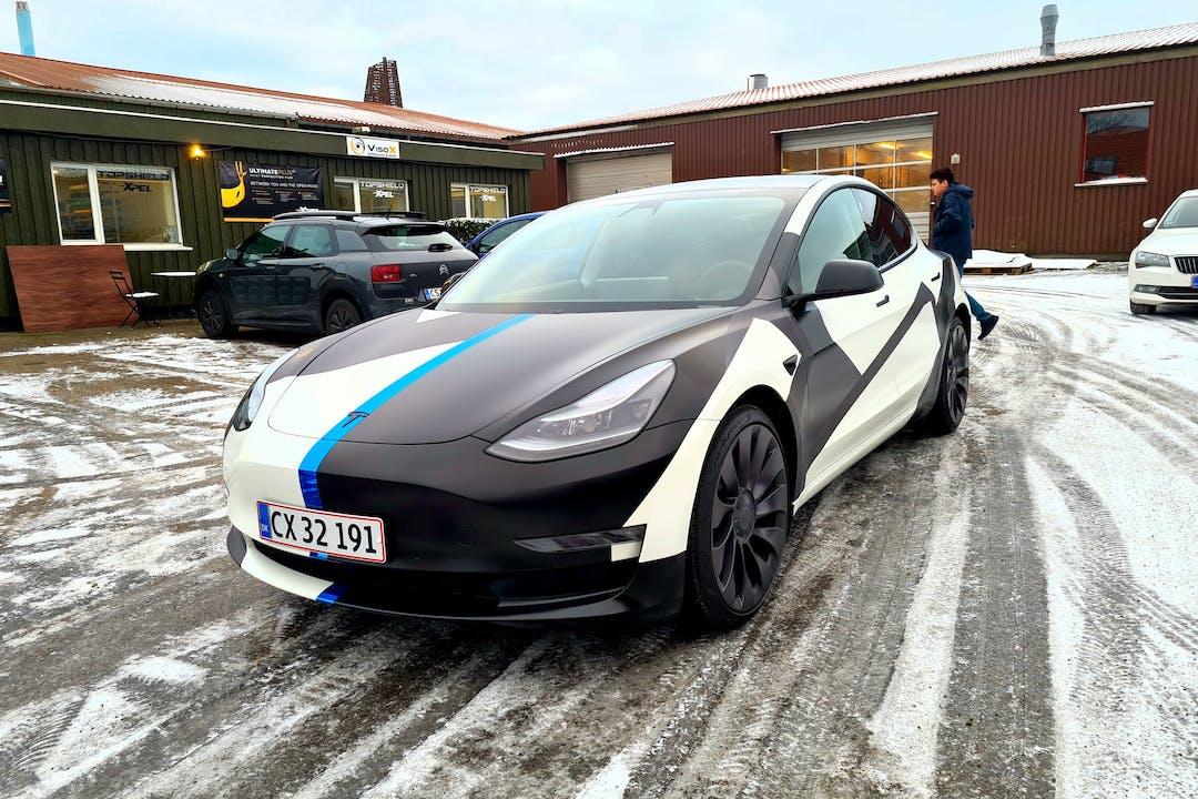 Billig billeje af Tesla Model 3 med GPS nær 2200 København.