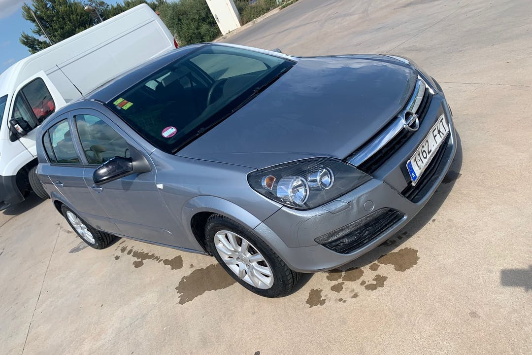 Alquiler barato de Opel Astra cerca de 07600 .