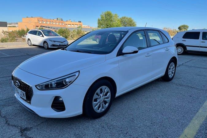Alquiler barato de Hyundai i30 con equipamiento Fijaciones Isofix cerca de 28045 Madrid.