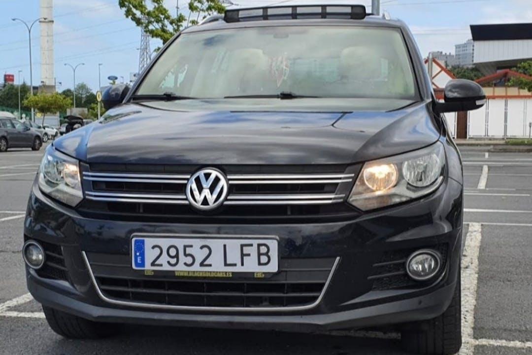 Alquiler barato de Volkswagen Tiguan con equipamiento GPS cerca de  Bilbo.
