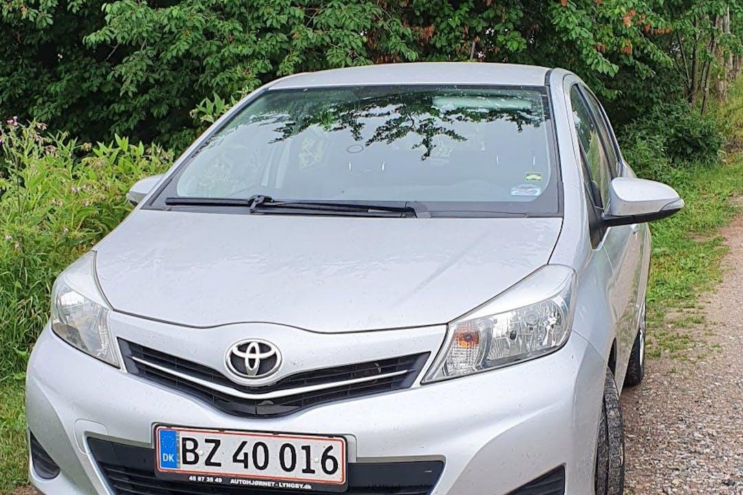 Billig billeje af Toyota Yaris med Bluetooth nær 3060 Espergærde.