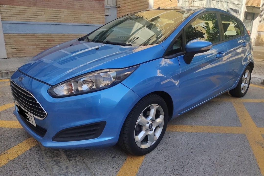 Alquiler barato de Ford Fiesta con equipamiento Fijaciones Isofix cerca de 41013 Sevilla.