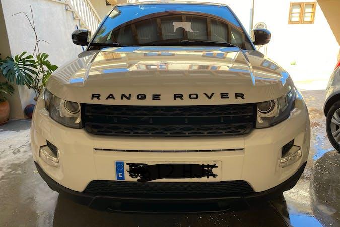 Alquiler barato de Land Rover Range Rover Evoque con equipamiento GPS cerca de 07800 Eivissa.