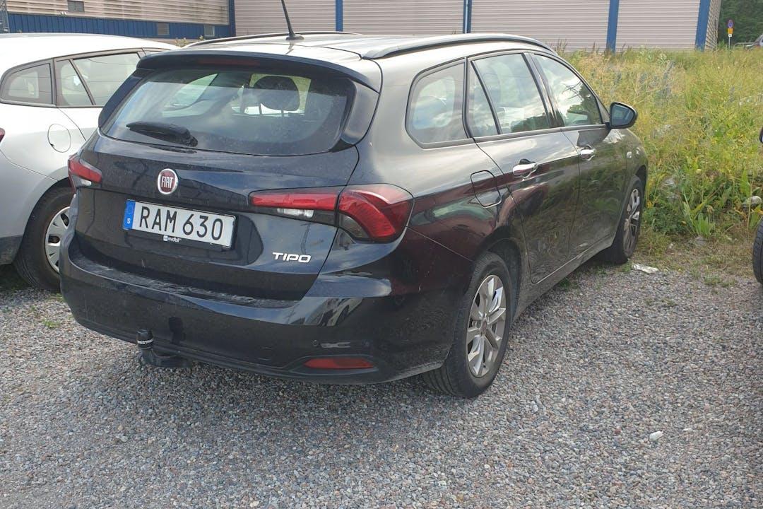 Billig biluthyrning av Fiat Tipo med Isofix i närheten av 113 27 Norrmalm.