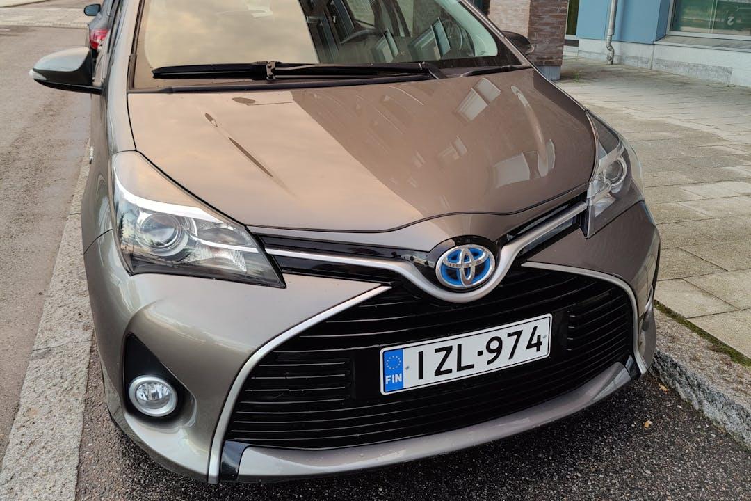Toyota Yarisn halpa vuokraus Isofix-kiinnikkeetn kanssa lähellä 00180 Helsinki.