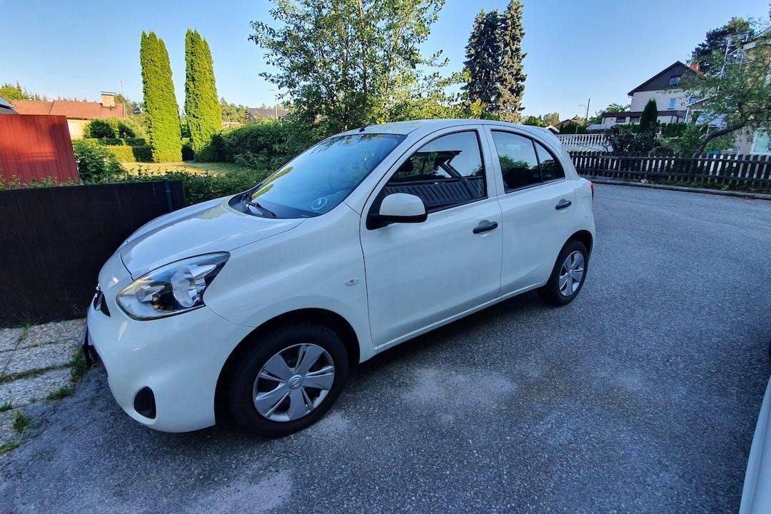 Billig biluthyrning av Nissan Micra med Bluetooth i närheten av 175 68 Skälby.