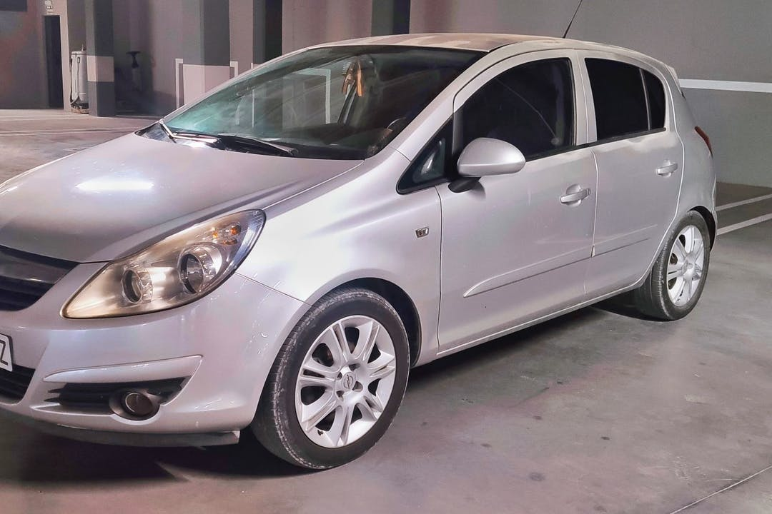 Alquiler barato de Opel Corsa cerca de 07800 Eivissa.