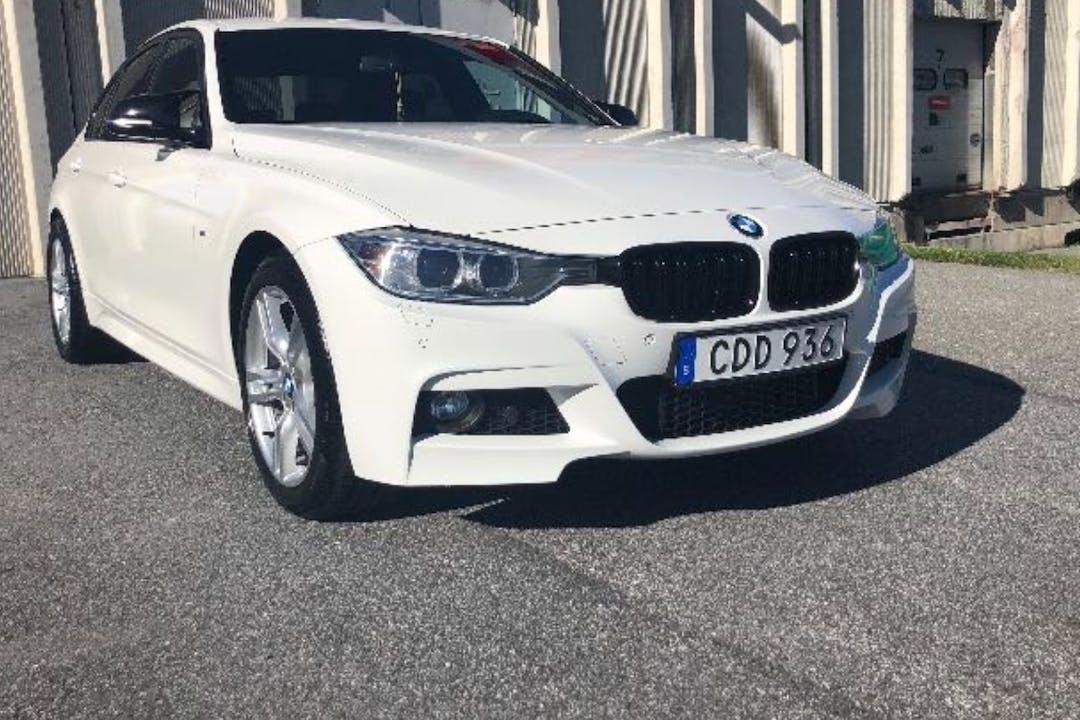 Billig biluthyrning av BMW 3 Series med Bluetooth i närheten av 171 71 Huvudsta.