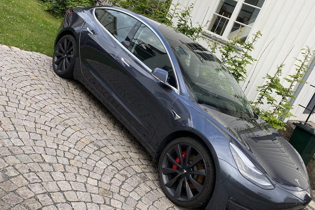 Billig biluthyrning av Tesla Model 3 med GPS i närheten av 112 20 Kungsholmen.