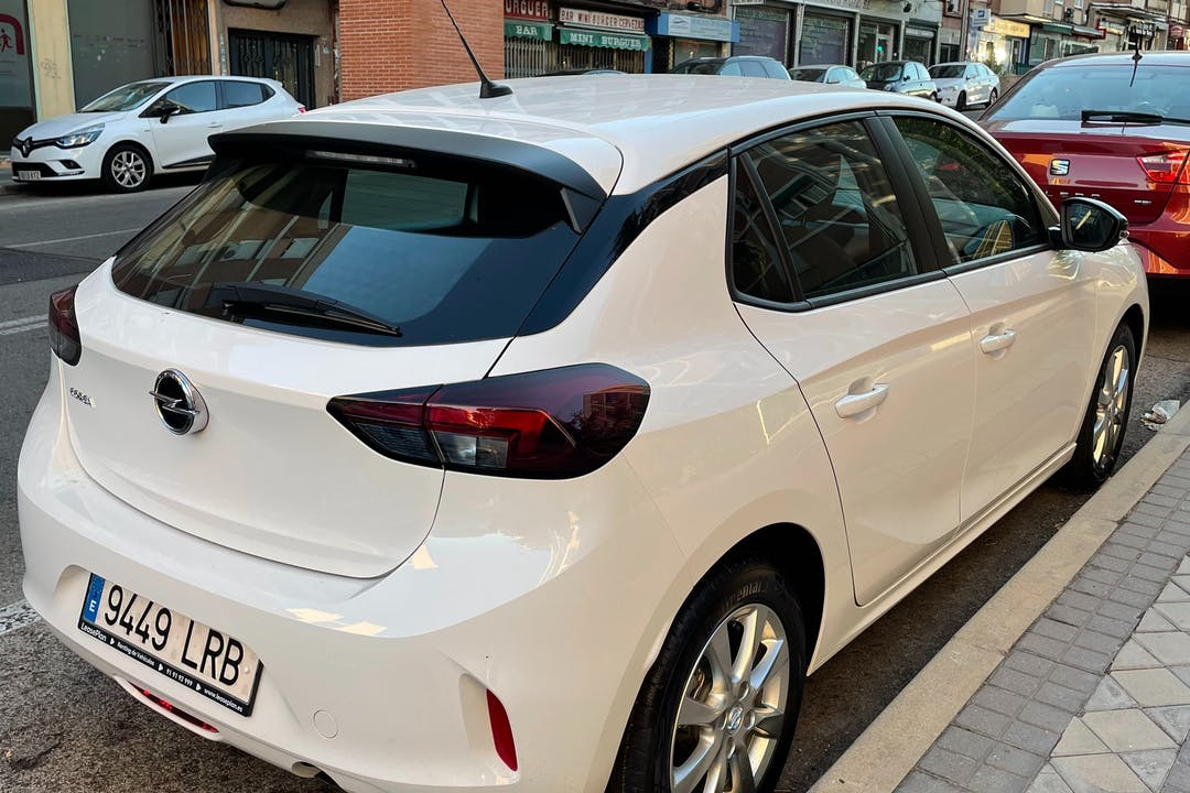Alquiler barato de Opel Corsa cerca de 28017 Madrid.
