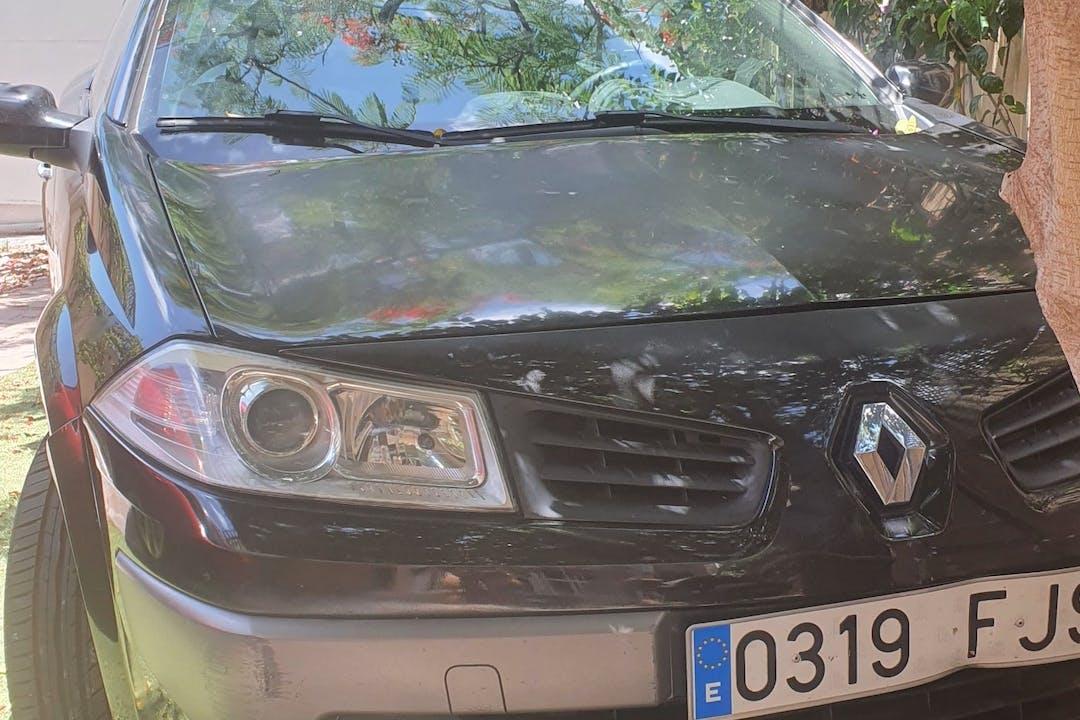 Alquiler barato de Renault Megane con equipamiento Bluetooth cerca de 38111 Santa Cruz de Tenerife.