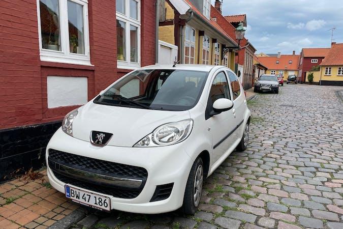 Billig billeje af Peugeot 107 nær 3700 Rønne.
