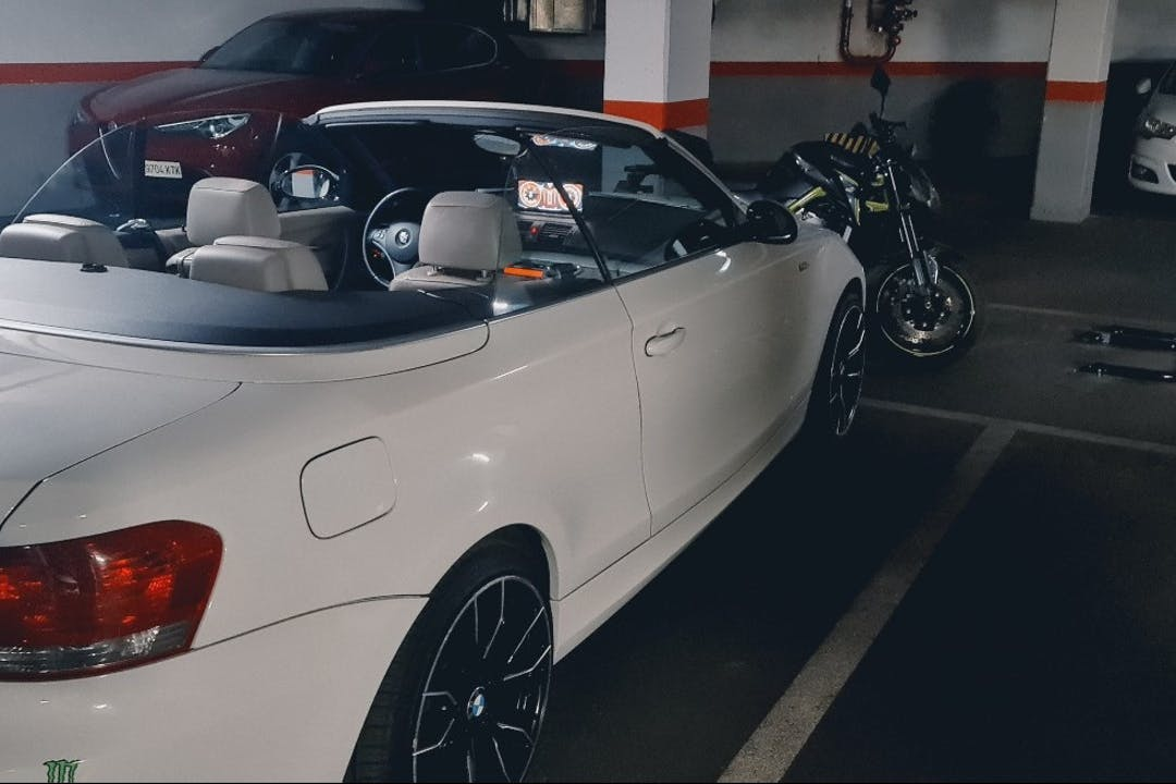 Alquiler barato de BMW 320d Cabriolet con equipamiento GPS cerca de 08830 Sant Boi de Llobregat.