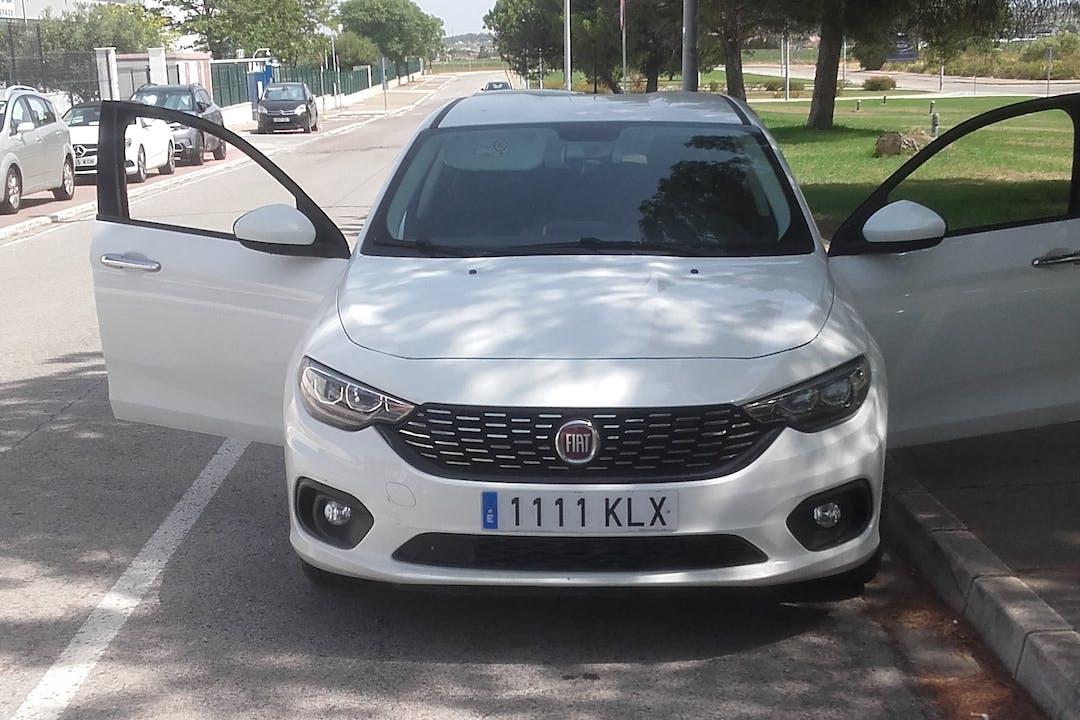 Alquiler barato de Fiat Tipo con equipamiento Bluetooth cerca de 11012 Cádiz.
