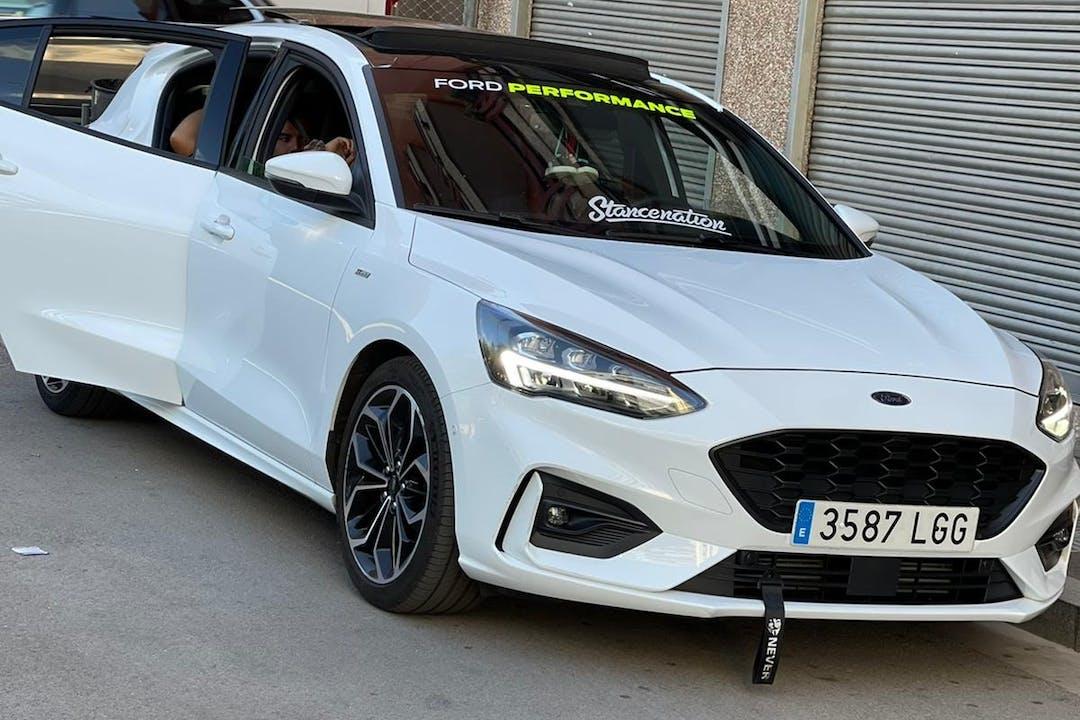 Alquiler barato de Ford Focus con equipamiento GPS cerca de 08032 Barcelona.