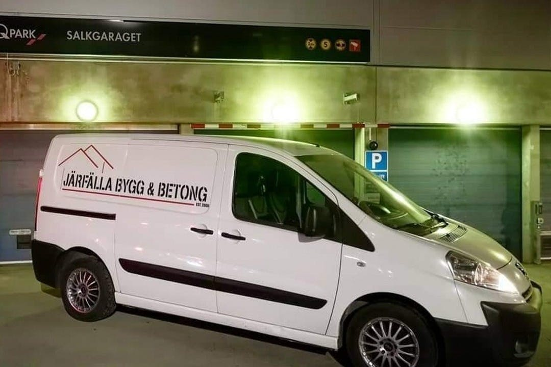 Billig biluthyrning av Peugeot Expert i närheten av 172 68 Storskogen.