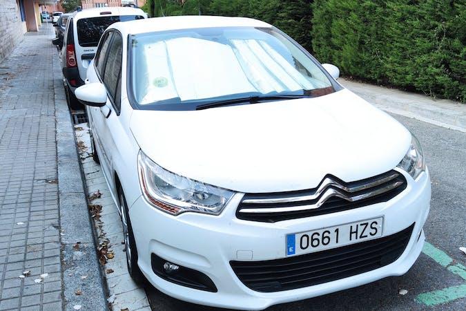 Alquiler barato de Citroën C4 cerca de 08035 Barcelona.