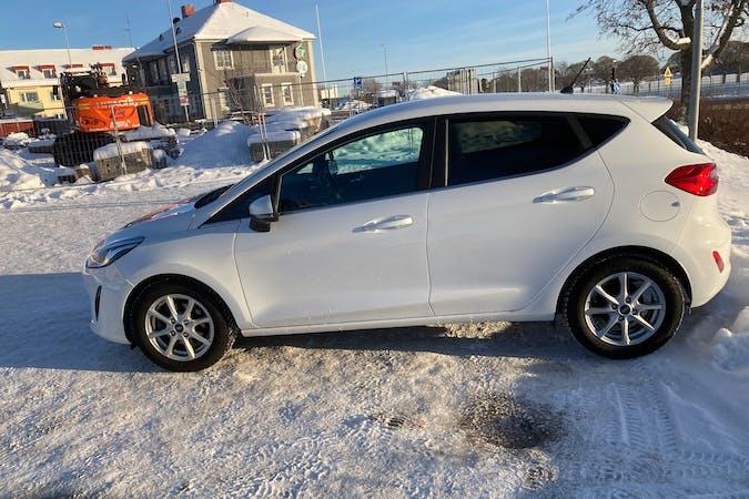 Billig biluthyrning av Ford Fiesta i närheten av 733 31 Östra Sala.