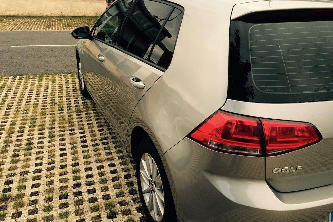 Alquiler barato de Volkswagen Golf con equipamiento Fijaciones Isofix cerca de 01008 Gasteiz.
