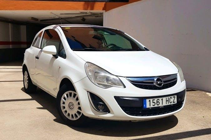 Alquiler barato de Opel Corsa con equipamiento GPS cerca de 29680 Estepona.