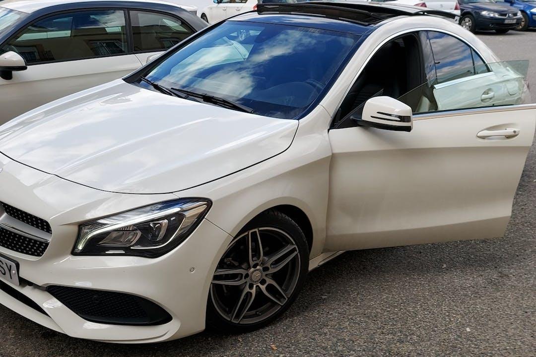 Alquiler barato de Mercedes CLA con equipamiento GPS cerca de 41011 Sevilla.