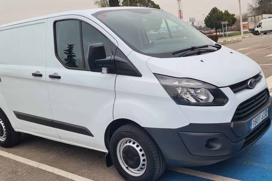Alquiler barato de Ford Transit con equipamiento GPS cerca de  Madrid.