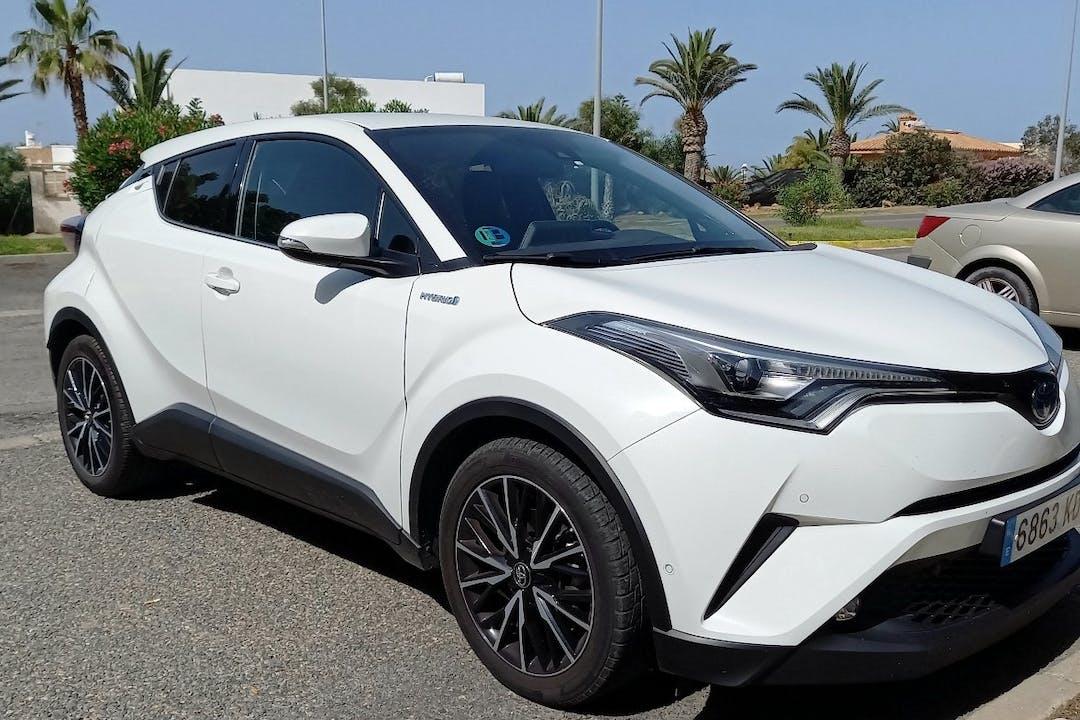Alquiler barato de Toyota C-HR cerca de 04711 Almerimar.