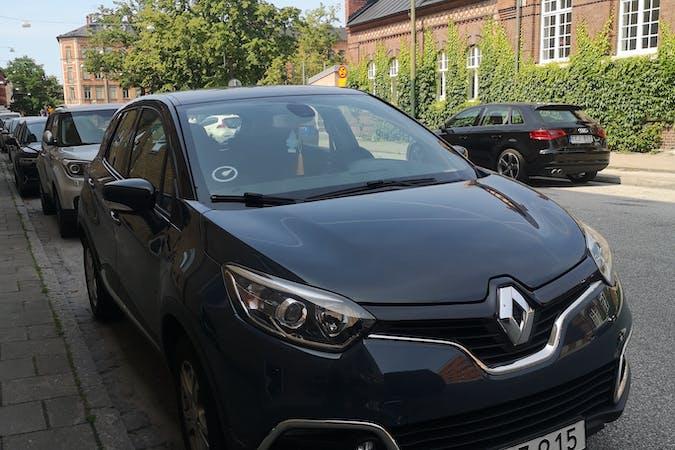 Billig biluthyrning av Renault Captur med GPS i närheten av 211 57 Rörsjöstaden.