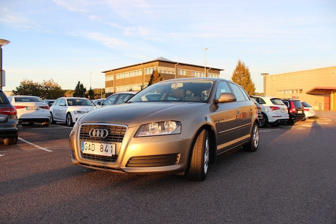 Billig biluthyrning av Audi A3 1,9 TDI med Isofix i närheten av 413 17 Masthugget.