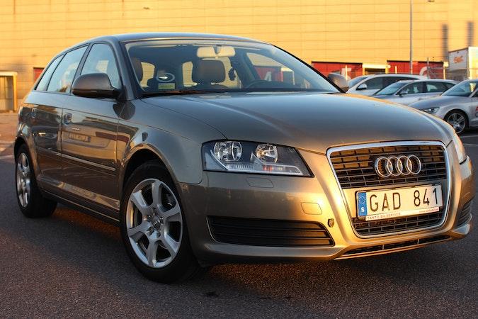 Billig biluthyrning av Audi A3 1,9 TDI med AUX/MP3-ingång i närheten av 413 17 Masthugget.