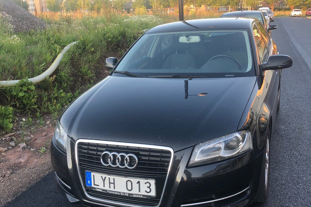 Billig biluthyrning av Audi A3 i närheten av 521 43 Gamla Stan-Östertull.